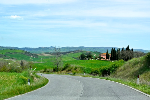 Country road, Tuscany, Italy.