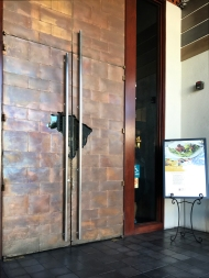 The restaurant's door with the map of Brazil carved in the middle.